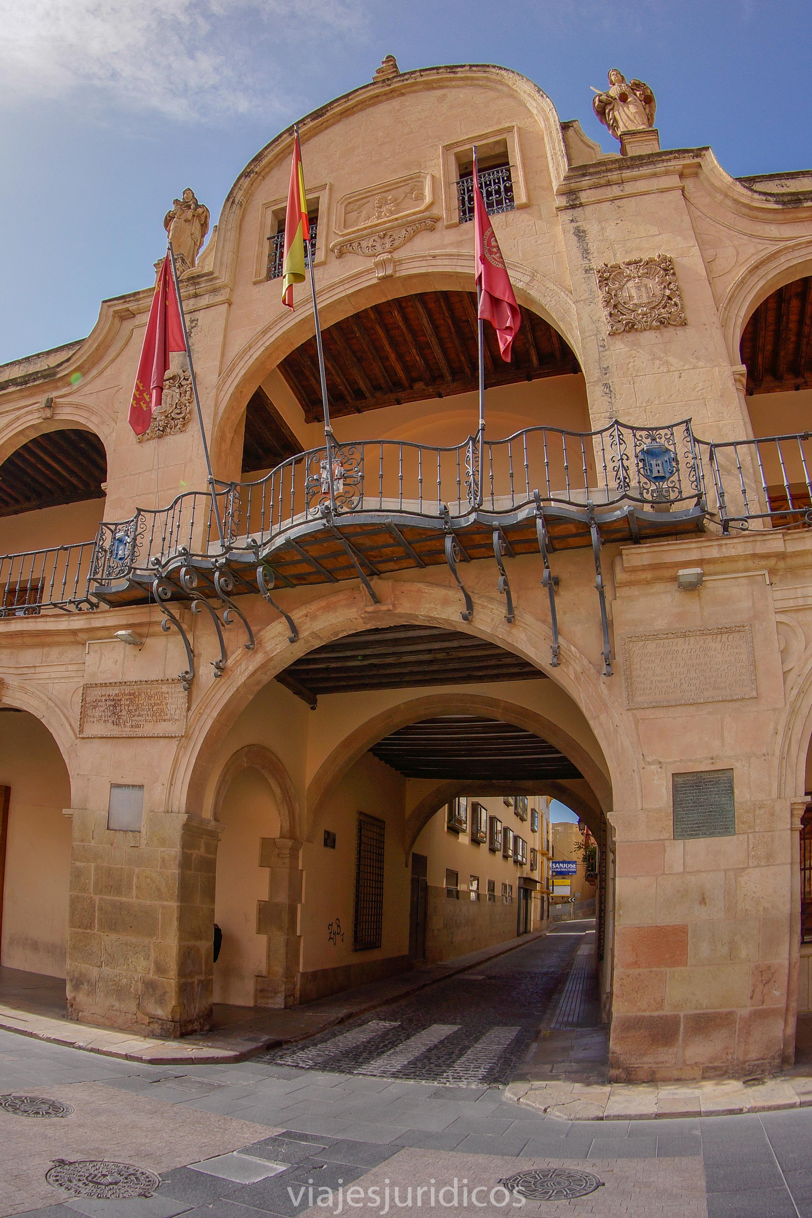 Arco central Ayuntamiento de Lorca hacia calle Selgas