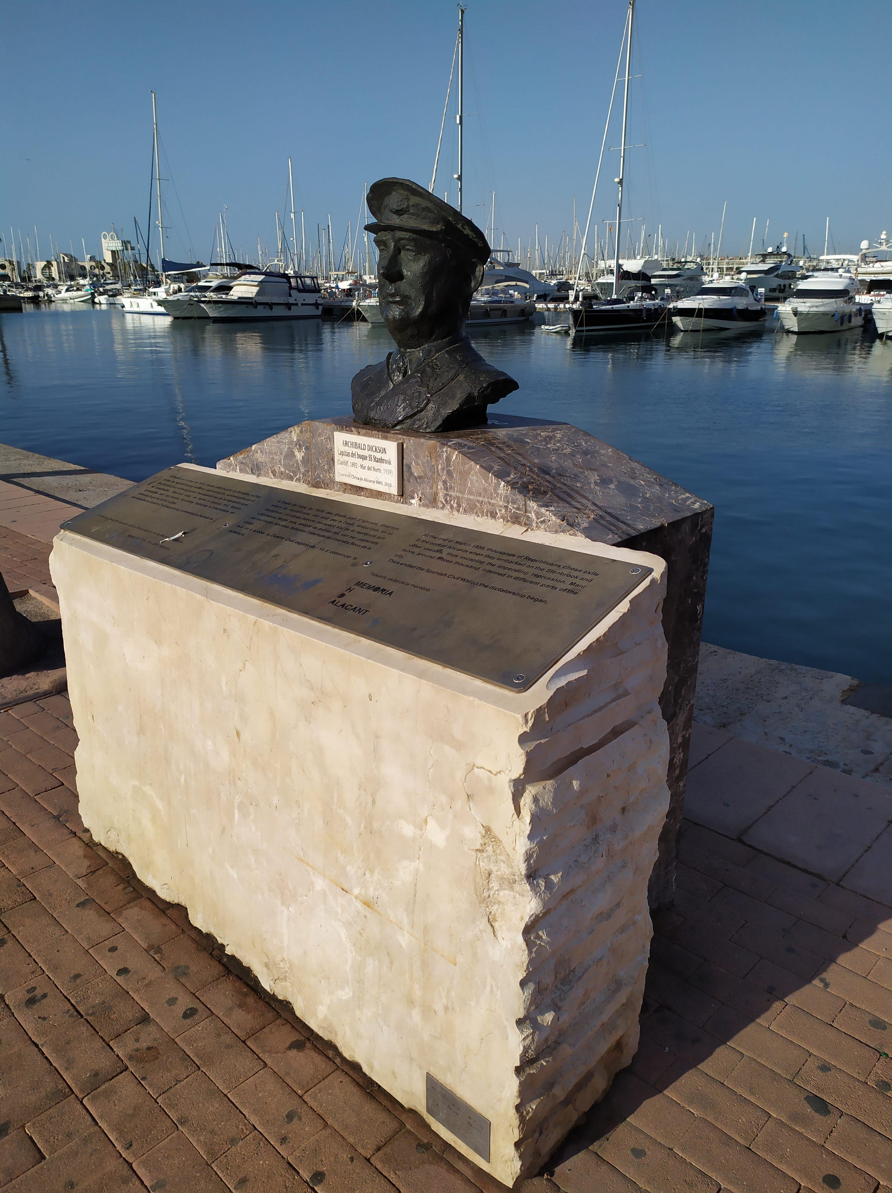 Memorial Archibald Dickson en el puerto de Alicante